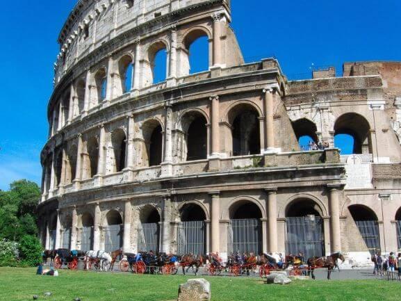イタリアの定番観光地コロッセオ