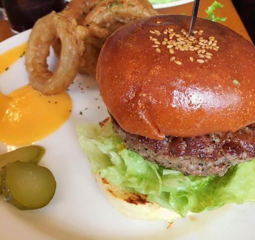 The Cornerのハンバーガー