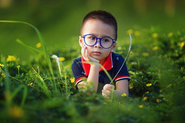 未来を考える子供