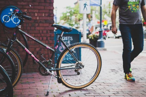 町中にある自転車